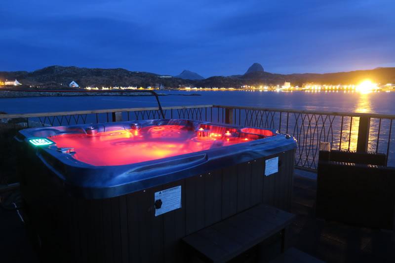 Muir Lan self-catering log cabin Hot Tub