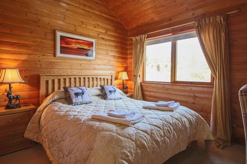 Saorsa self catering lodge bedroom