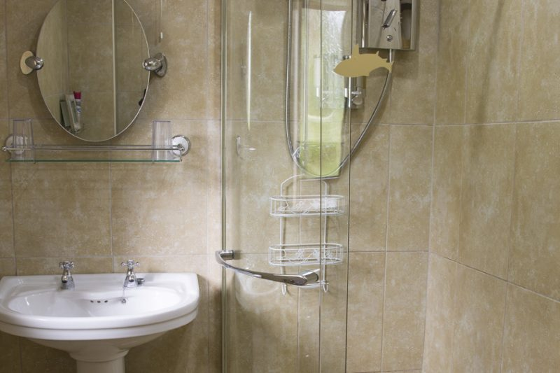 Mountview self catering Cottage shower room